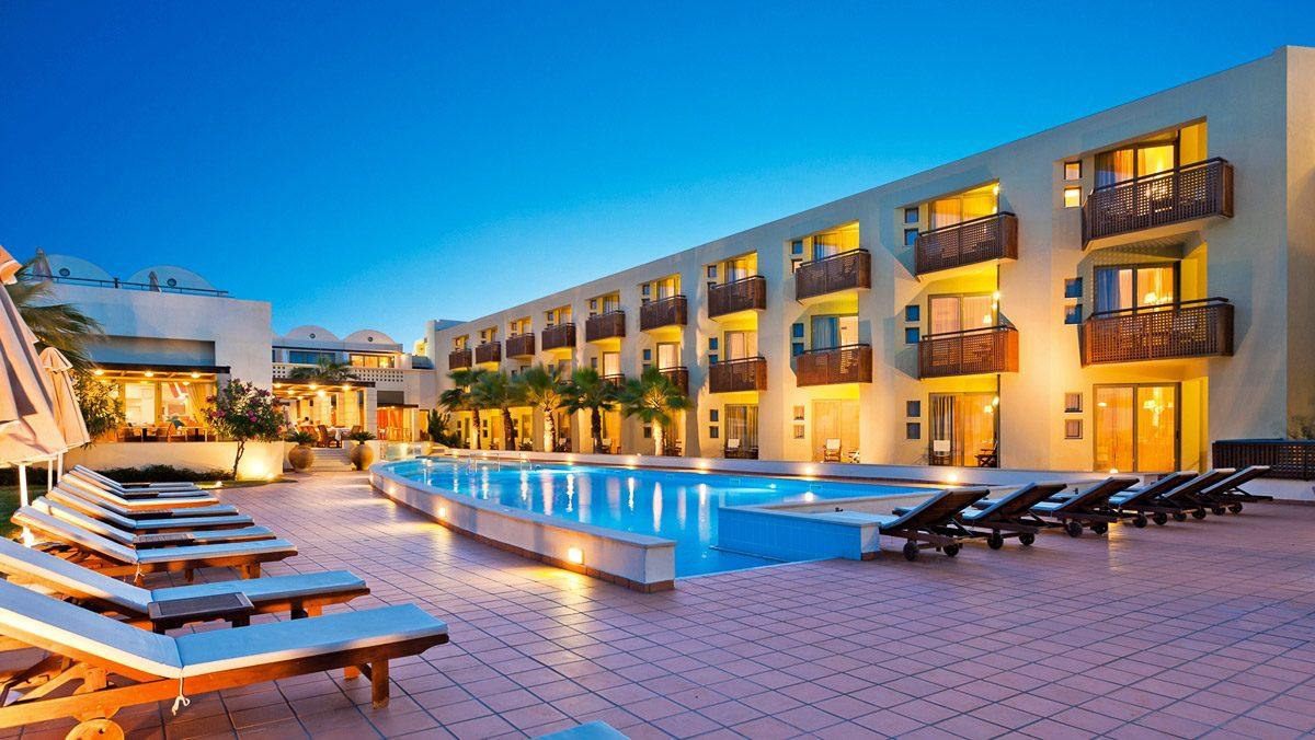 территория отеля Santa Marina Plaza