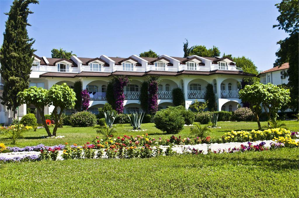 территория отеля Lykia Botanika