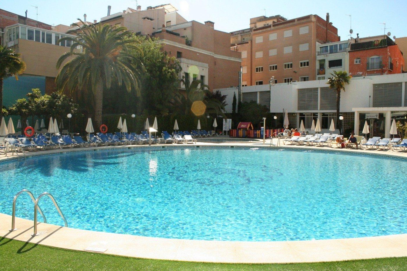 бассейн отеля Anabel
