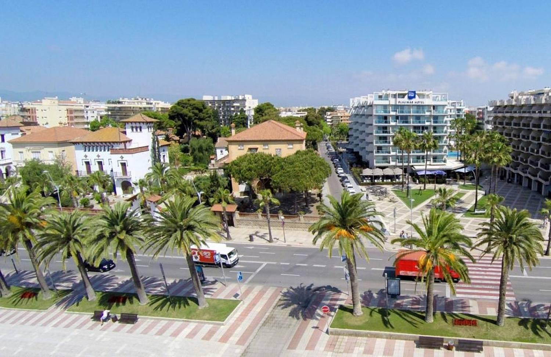 территория отеля Blaumar Salou