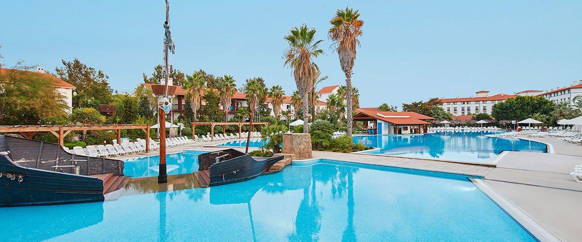 бассейн отеля El Paso
