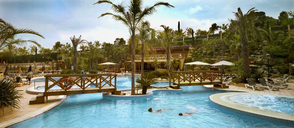 территория отеля Golden Bahia de Tossa