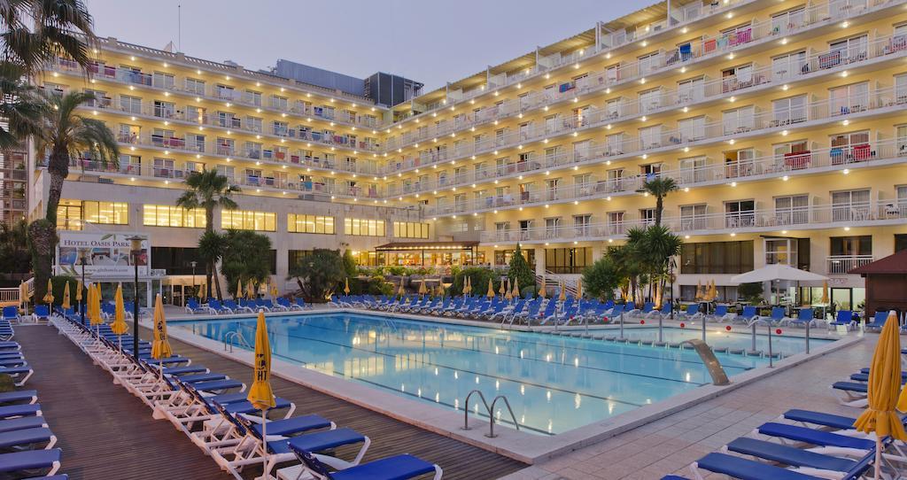 территория отеля Oasis Park Lloret