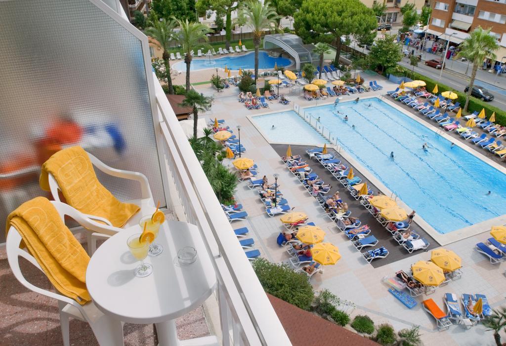 бассейн отеля Oasis Park Lloret