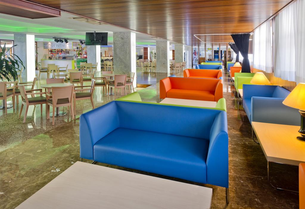 корпус отеля Oasis Park Lloret
