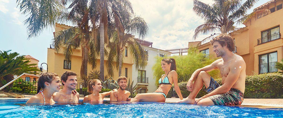 бассейн отеля Port Aventura