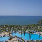 бассейнотеля Grand Resort Limassol