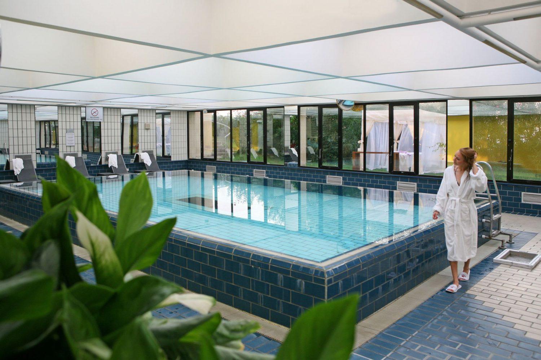бассейн отеля Crowne Plaza Limassol