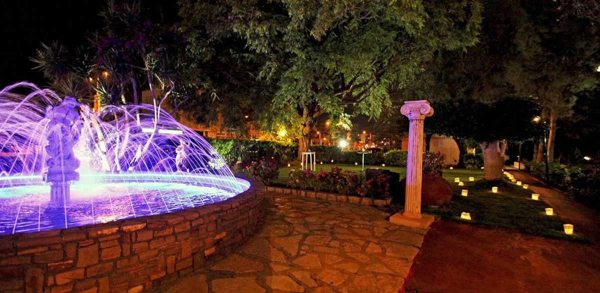 территория отеля Poseidonia Beach Limassol