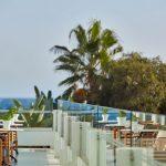 территория отеля Grecian Bay Hotel