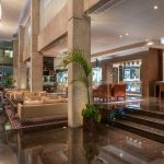 лобби бар отеля Amathus Beach Hotel