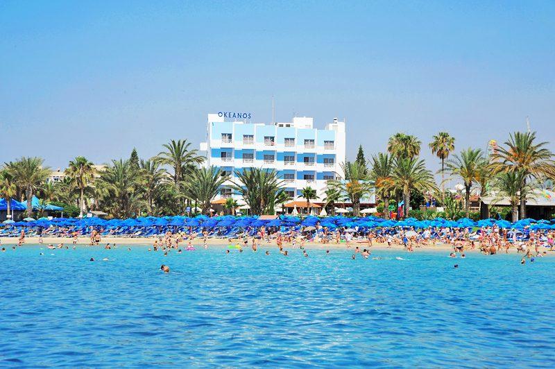 пляж отеля Okeanos Beach