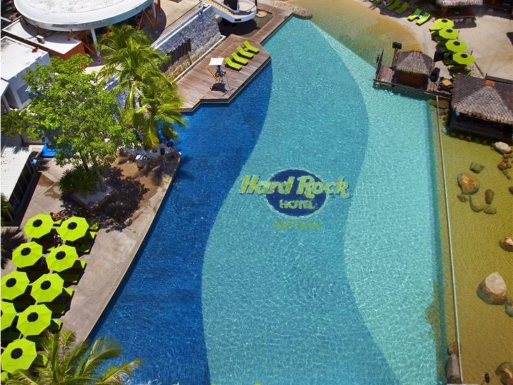 бассейн отеля Hard Rock Hotel Pattaya