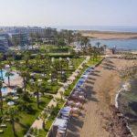 пляж отеля Aquamare Beach Hotel & Spa