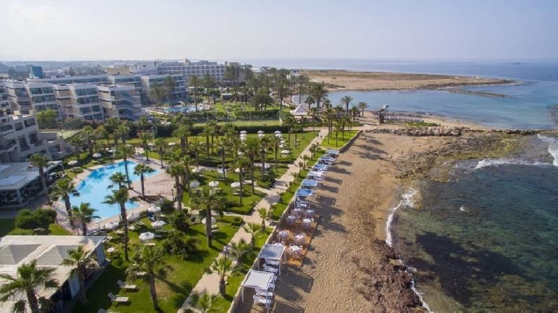 пляж отеля Aquamare Beach Hotel & Spa