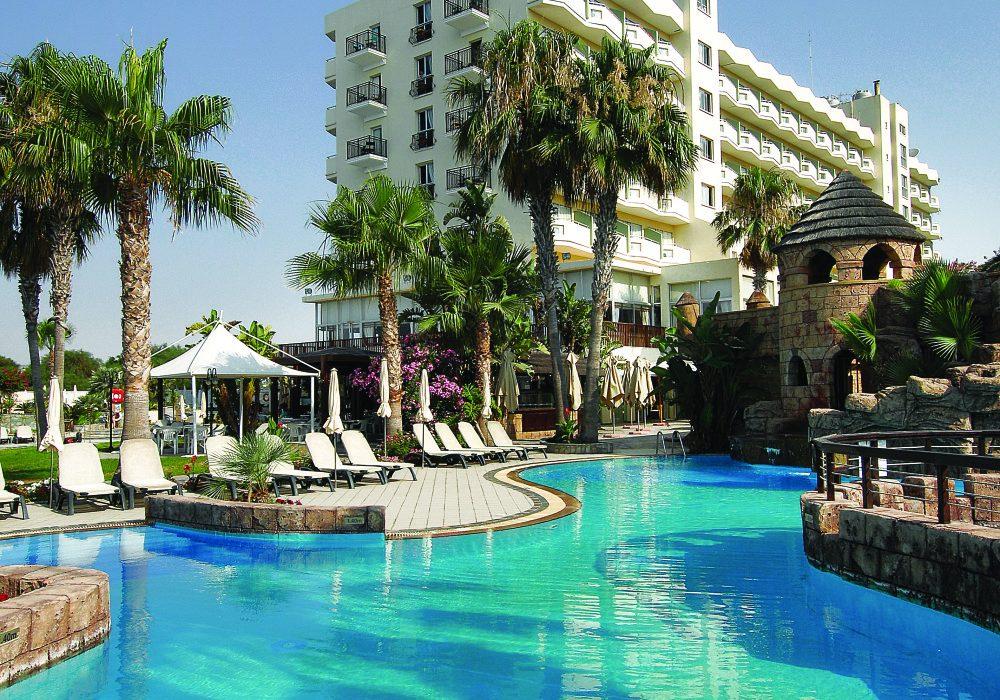 бассейн отеля Lordos Beach