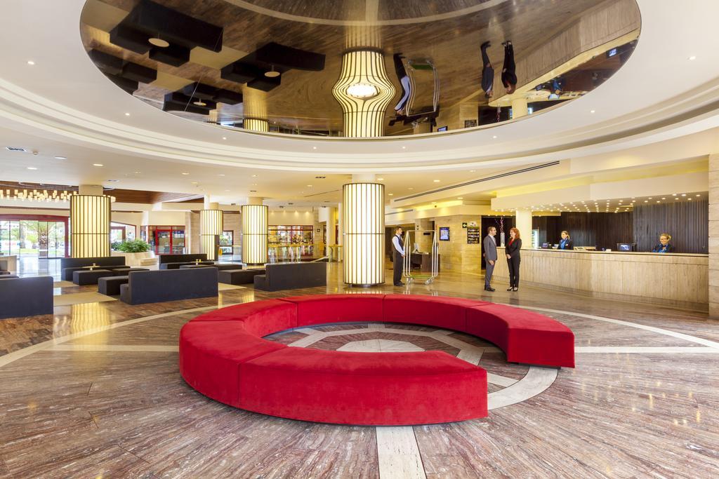 лобби бар отеля Jacaranda Hotel