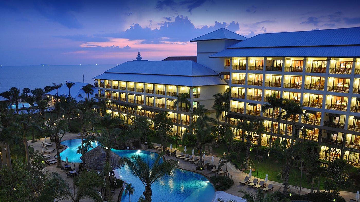 территория отеля Ravindra Beach Resort Spa