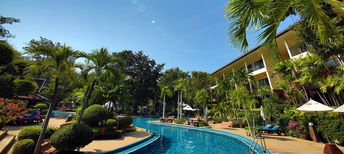 территория отеля The Green Park Resort