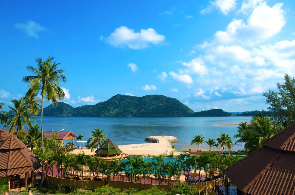 территория отеля The Aiyapura Resort & Spa