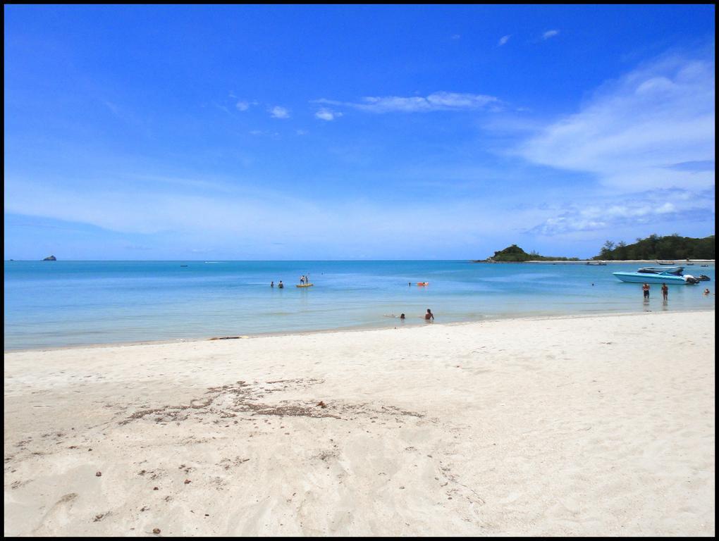 пляж отеля White House Beach Resort & SPA
