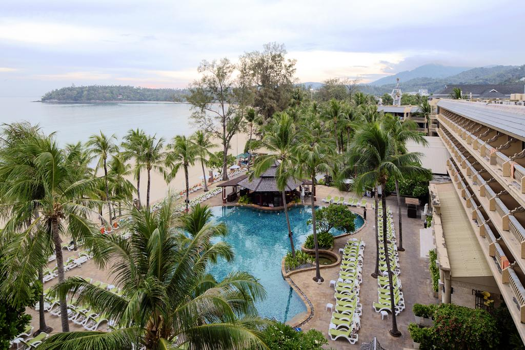 территория отеля Kata Beach Resort & Spa