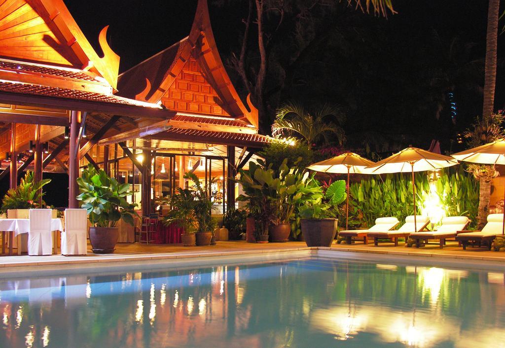 бассейн отеля White House Beach Resort & SPA
