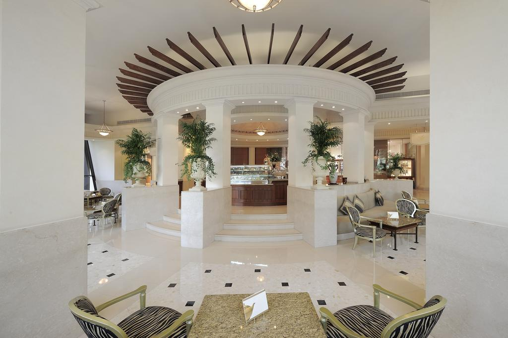 лобби отеля Le Royal Meridien Beach Resorts & Spa Dubai