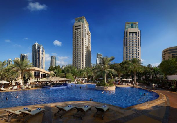 территория отеля Habtoor Grand Resort, Autograph Collection