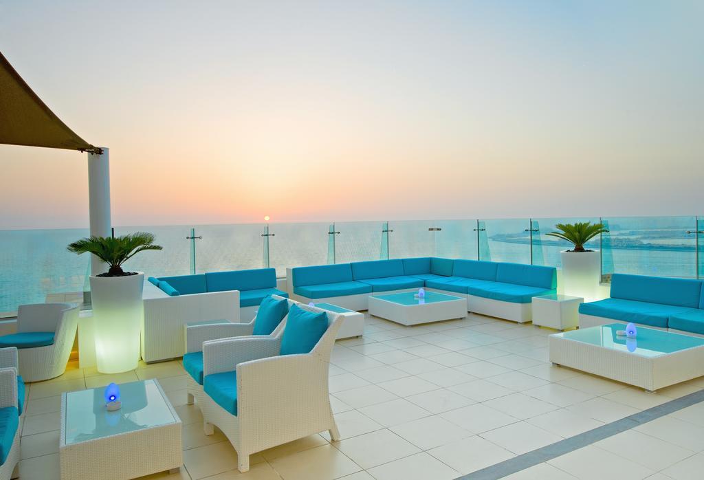 терраса отеля Hilton Dubai Jumeirah