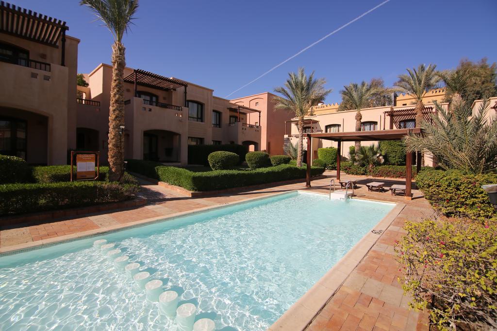 бассейн отеля Tamra Beach Resort