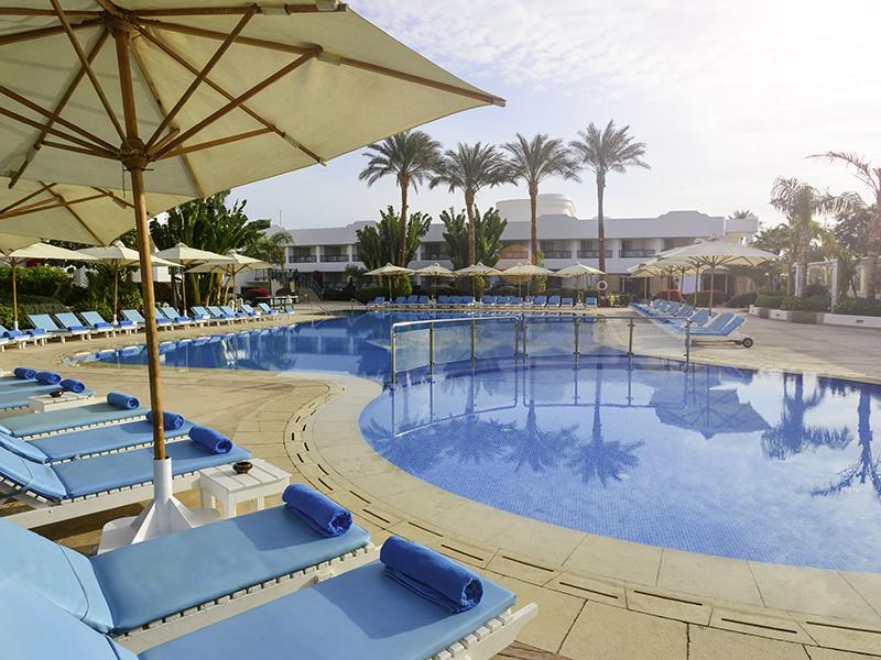 бассейн отеля Novotel Sharm El Sheikh Beach