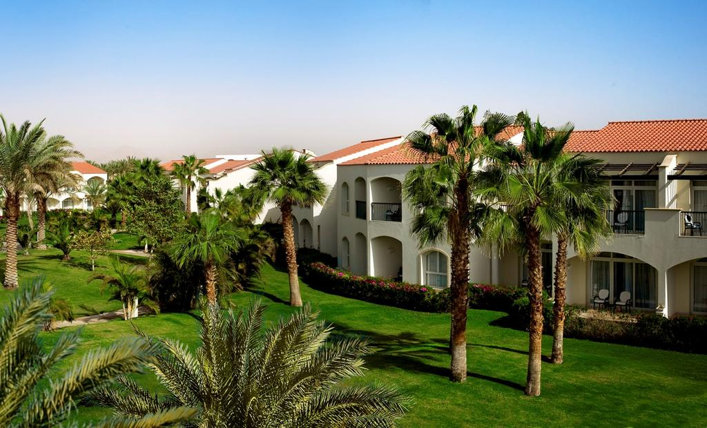 корпус отеля Reef Oasis Blue Bay Resort & Spa