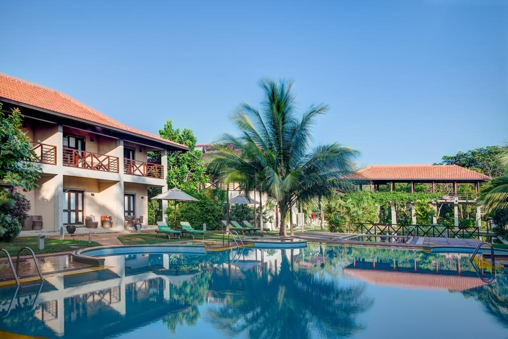 бассейн отеля Portofino Resort Tangalle