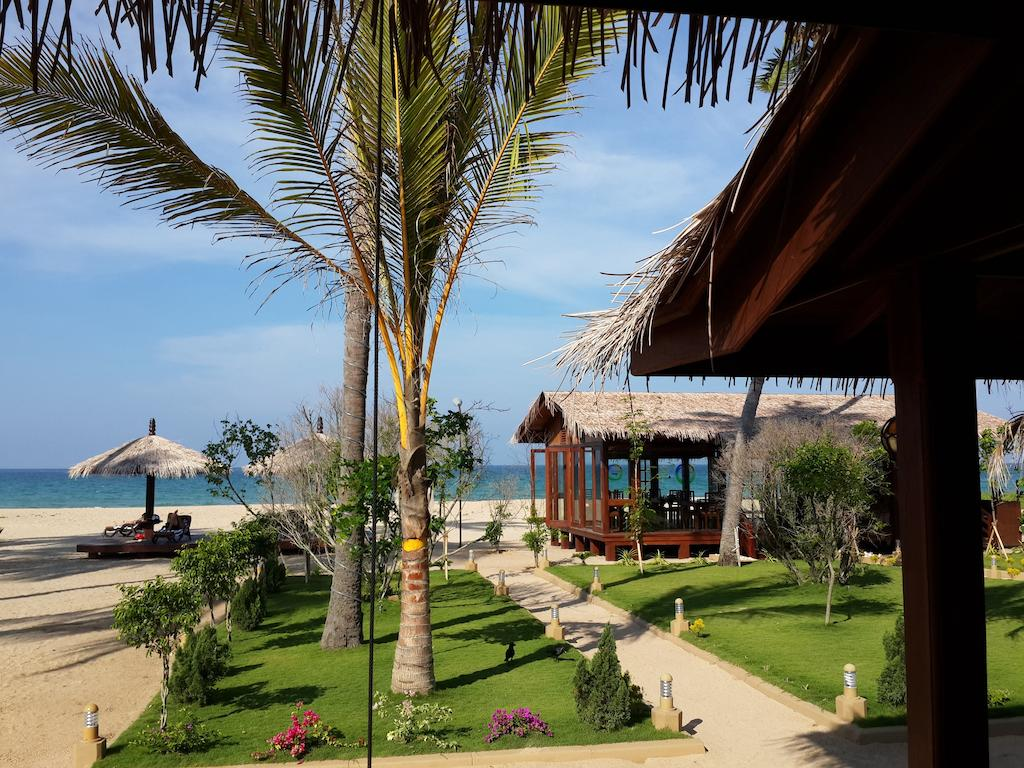 территория отеля Nilaveli Beach Hotel