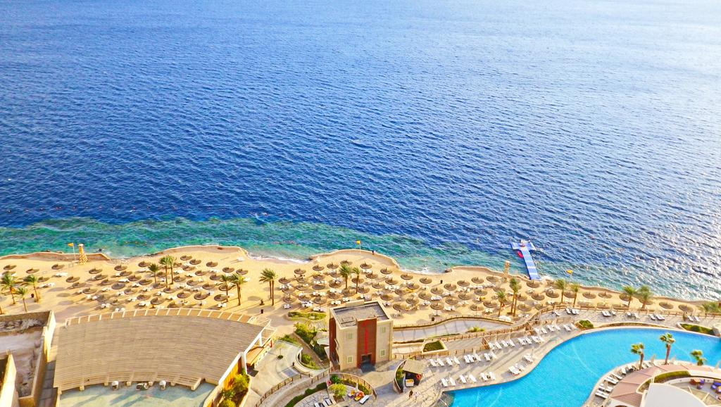 пляж отеля Reef Oasis Blue Bay Resort & Spa