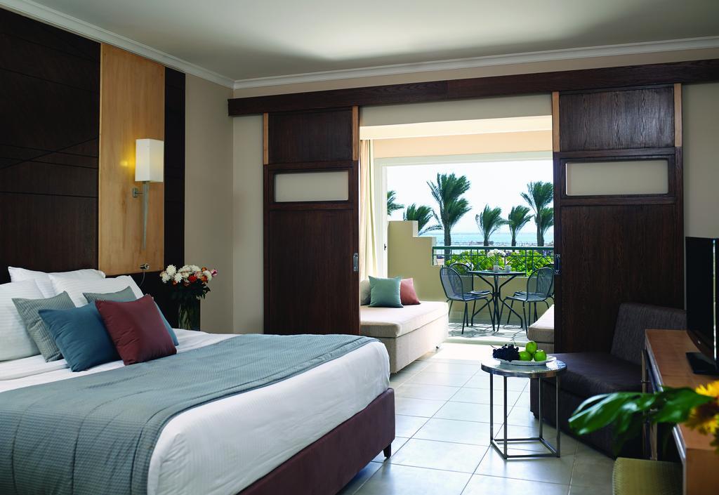 номер отеля Coral Sea Waterworld