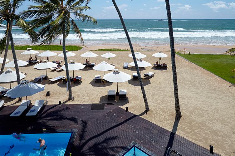 пляж отеля The Surf Bentota