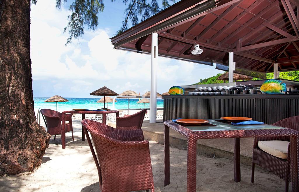 бар отеля Le Meridien Phuket Beach Resort