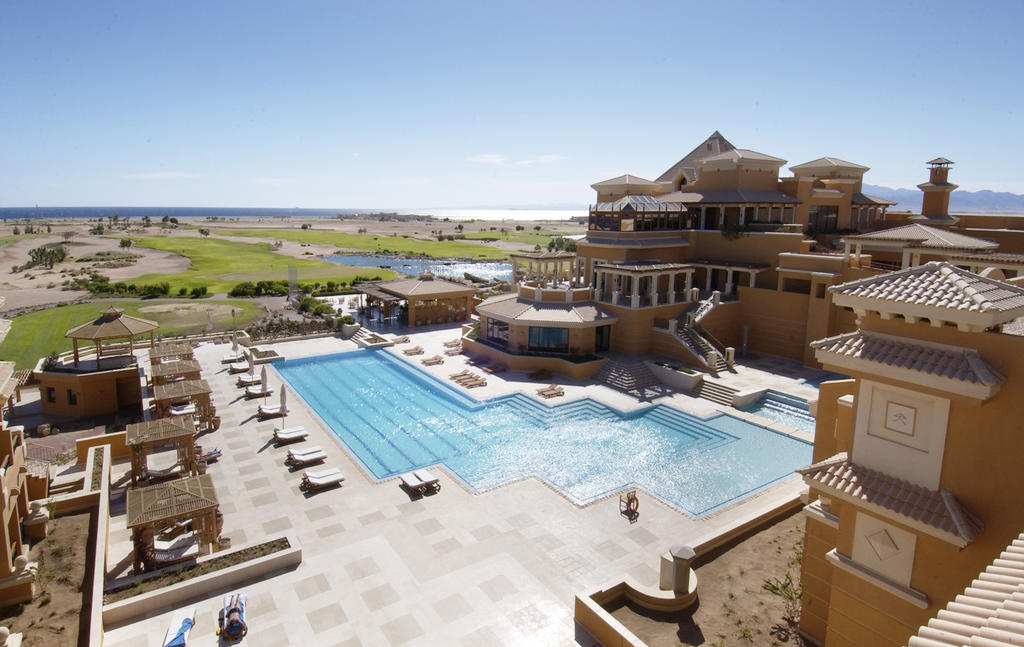 территория отеля The Westin Soma Bay Golf Resort & Spa
