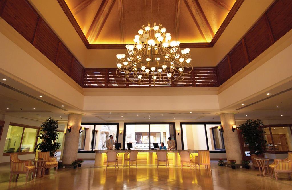 холл отеля The Westin Soma Bay Golf Resort & Spa