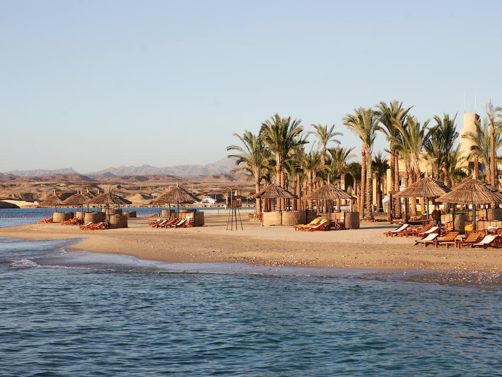 пляж отеля The Palace Port Ghalib