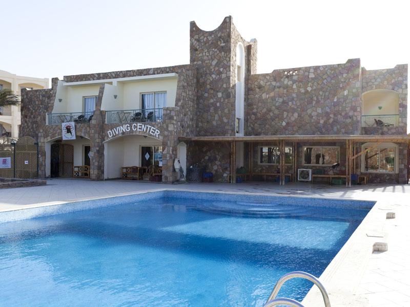 бассейн отеля Royal Brayka Beach Resort