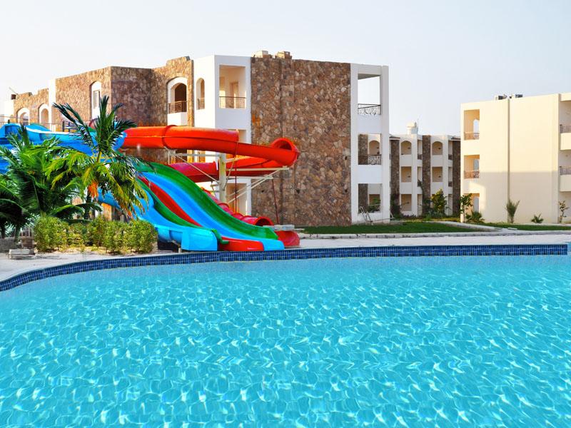 водные горки отеля Royal Brayka Beach Resort