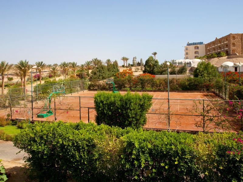 теннисные корты отеля Royal Brayka Beach Resort