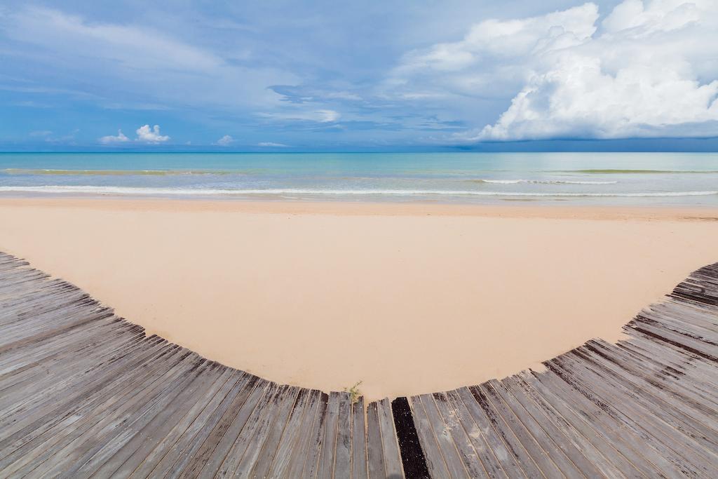 пляж отеля JW Marriott Khao Lak