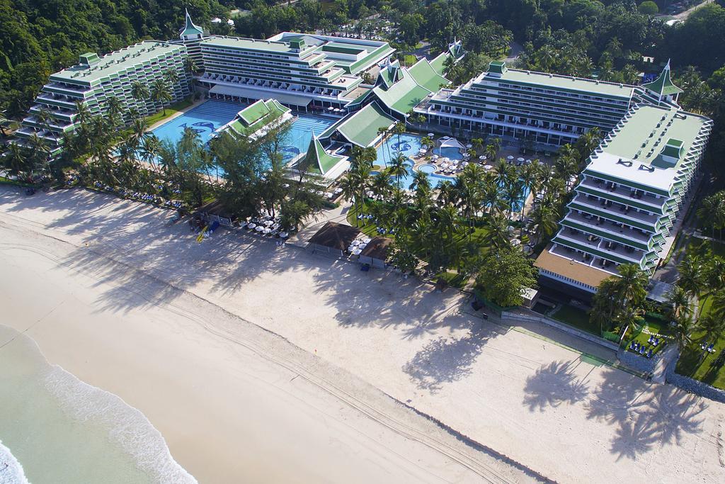 пляж отеля Le Meridien Phuket Beach Resort