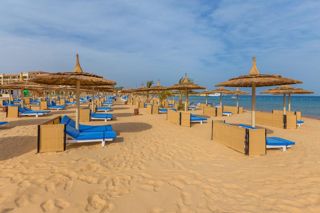 пляж отеля Albatros White Beach Resort