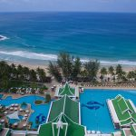 территория отеля Le Meridien Phuket Beach Resort