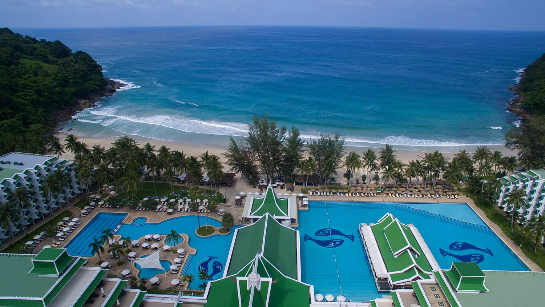 территория отеля Le Meridien Phuket Beach Resort